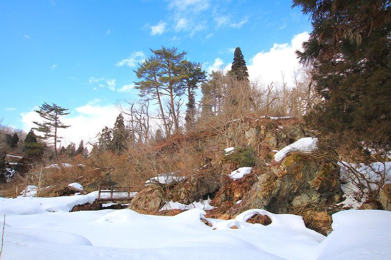 銀山温泉から雪の冒険!山形「延沢銀山遺跡」スノーハイキング