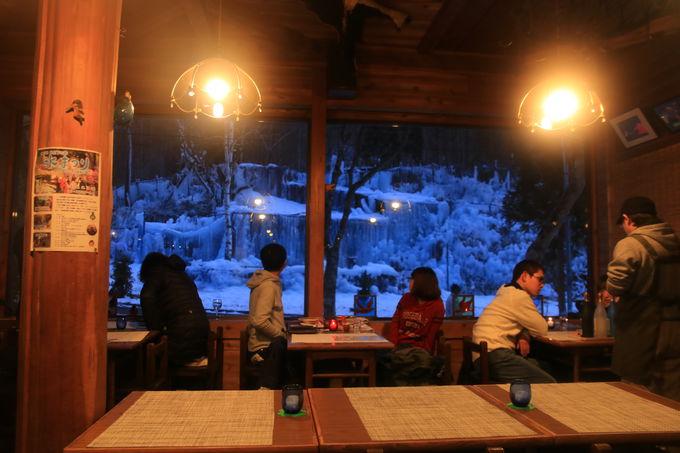 併設されている喫茶店で一息!「氷点下の森」の夜を待つ