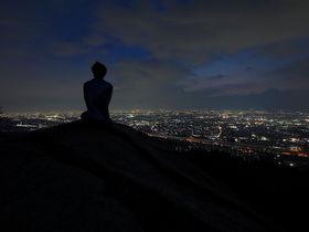 大阪有数の絶景夜景スポット!「交野観音岩」へナイトハイキング