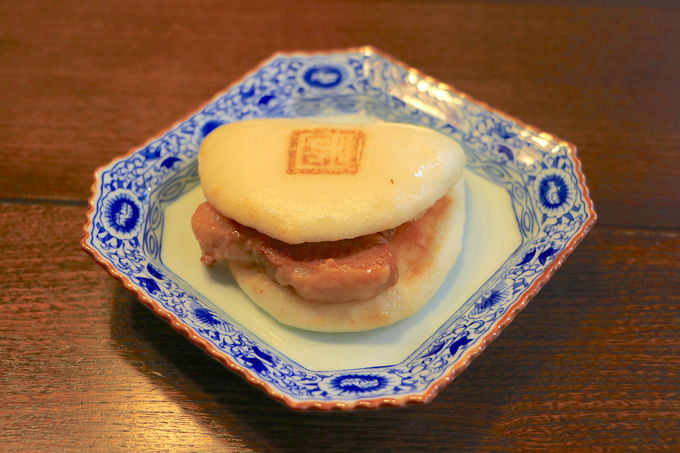 卓袱料理が進化して確立!岩崎本舗「角煮まんじゅう」