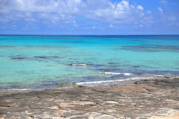 """もっとも海が透き通る。畳石で""""ラムネブルー""""に癒される"""