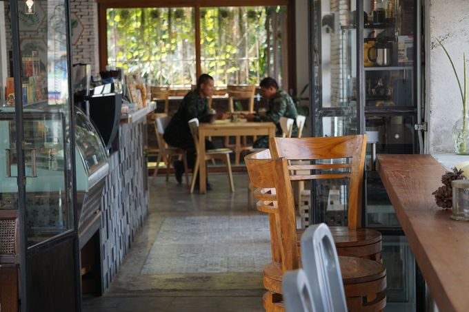 植物屋さんも併設されたカフェ
