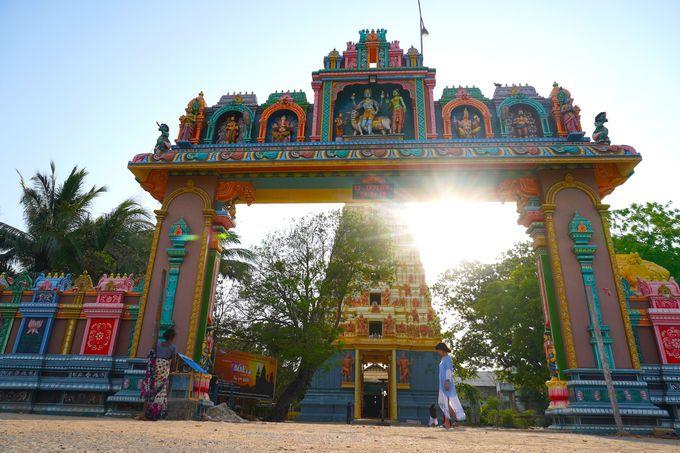 カラフルなヒンドゥー寺院「ナグレースヴァラム・シヴァ寺院」