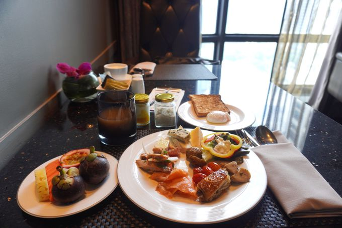 まるでヨーロッパにいるような空間でビュッフェ形式の朝食