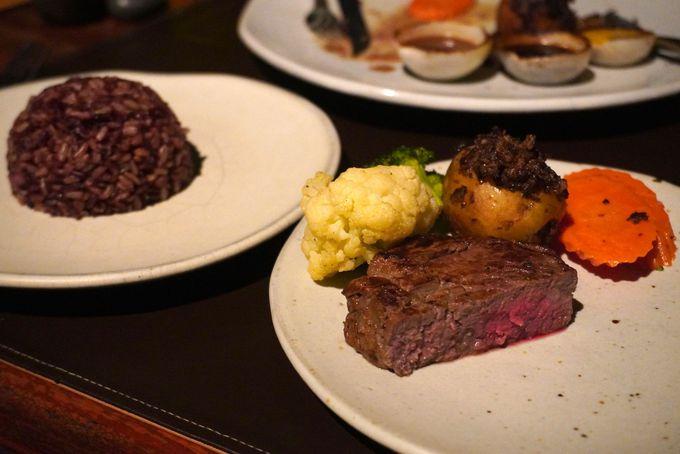 洋食やタイ料理など豪華なディナー
