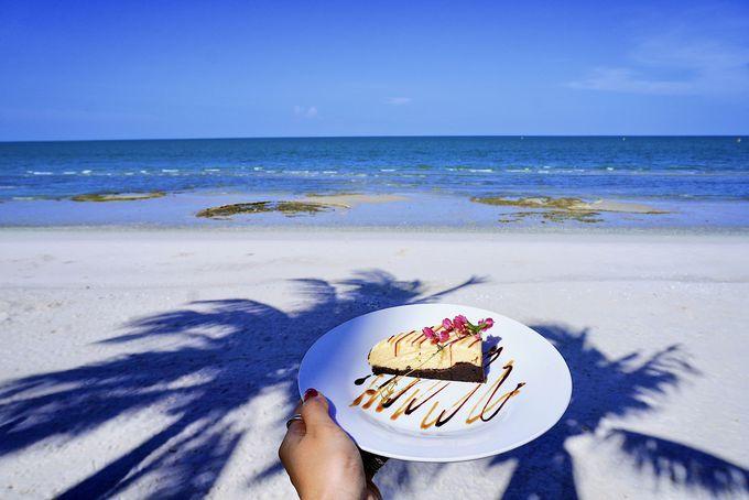 海が見えるカフェやショッピングを楽しむ