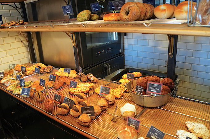 商店街にある人気店「パン屋航路」