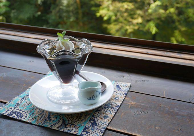 心ほっこり、萌え立つ緑と美味しい珈琲
