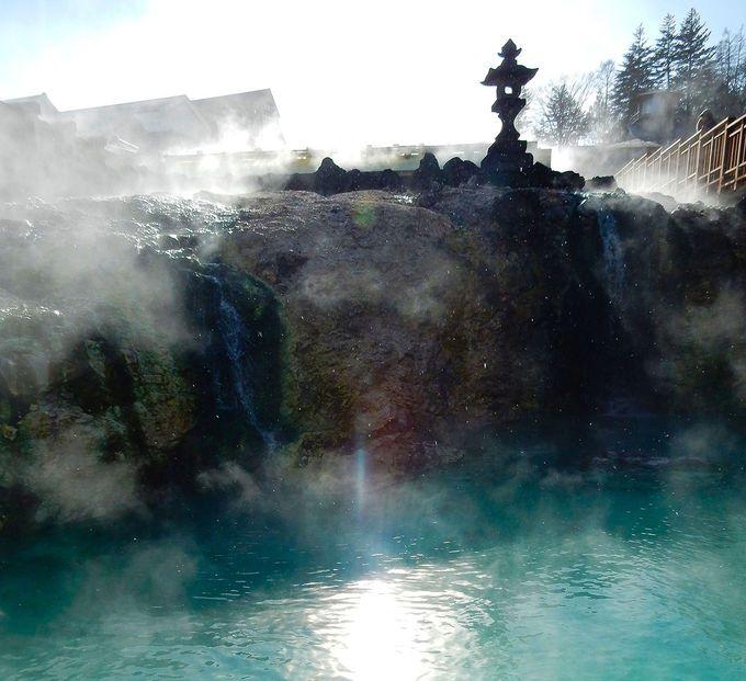 湯畑は、激熱の温泉を適温に冷ます冷却装置