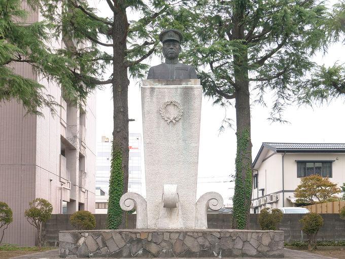 山本五十六の生家に入る「山本記念公園」