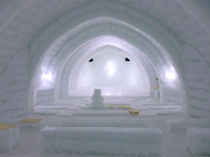 バーやシアター、ホテルも氷!