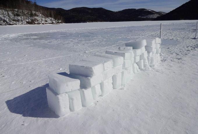 凍結湖上でホンモノの温泉を堪能