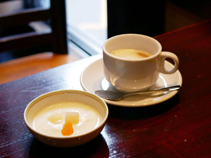 朝食に伝統のウインナーコーヒーを
