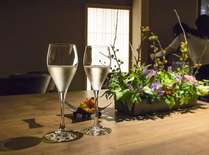 ラウンジではワインが飲み放題!