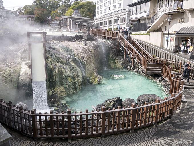 湯畑から湧く温泉に入る!