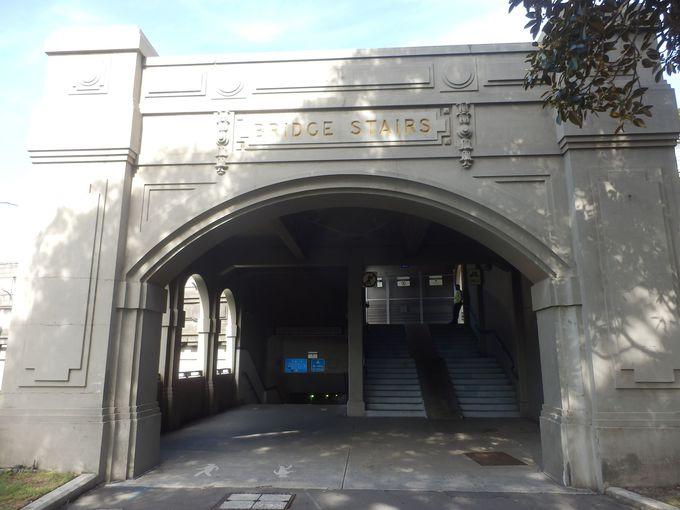 ハーバーブリッジ内を移動するための階段「ブリッジ・ステアーズ」
