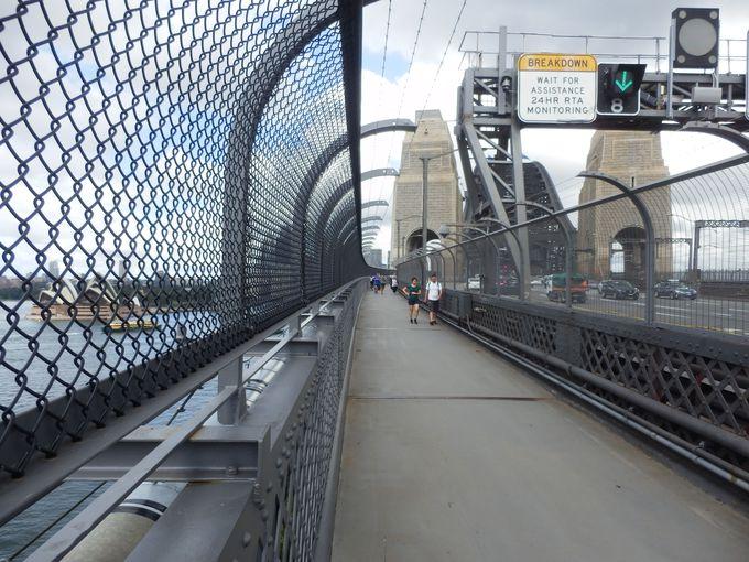 フェリーか電車、徒歩でもアクセス可能!