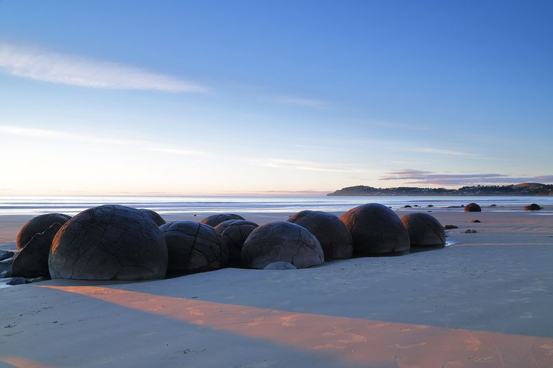 ビーチに転がる不思議な球体!NZ南島「モエラキ・ボルダーズ」