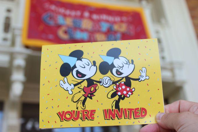 90周年記念のサインをしてミッキーから招待状をもらおう