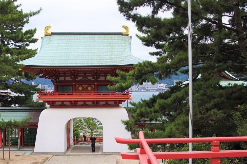 まるで海底の竜宮城!下関「赤間神宮」は安徳天皇を祀る美しい神社