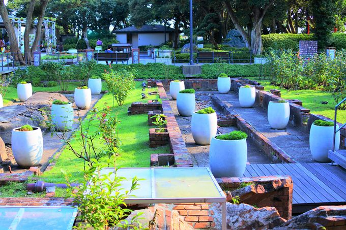 煉瓦造りでは現存する唯一の温室遺構!