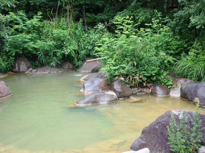 エメラルドグリーンの湯舟