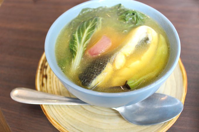 酸味のあるスープでさっぱり!「Sinigang(シニガン)」