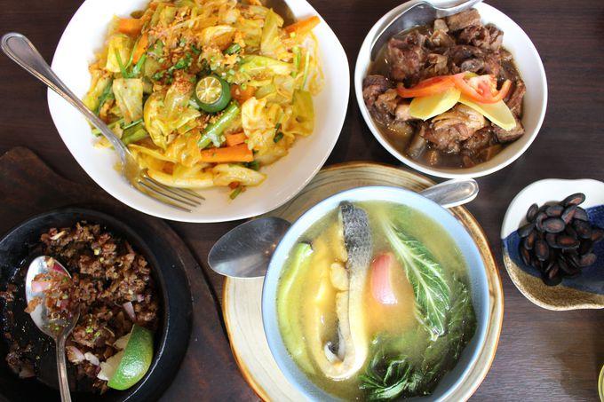 初めてのフィリピン料理は「Sentro1771」で!