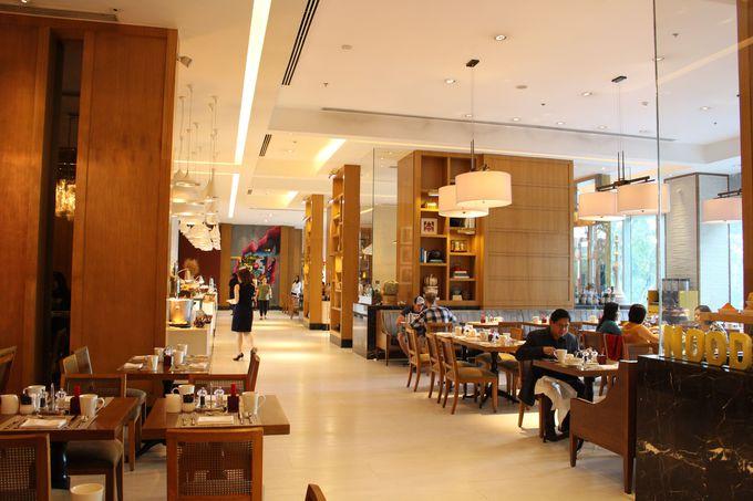 オシャレな図書館のようなカフェ「High Street Cafe」
