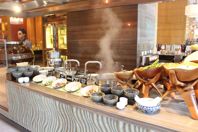 本格的なアジア料理も見どころ