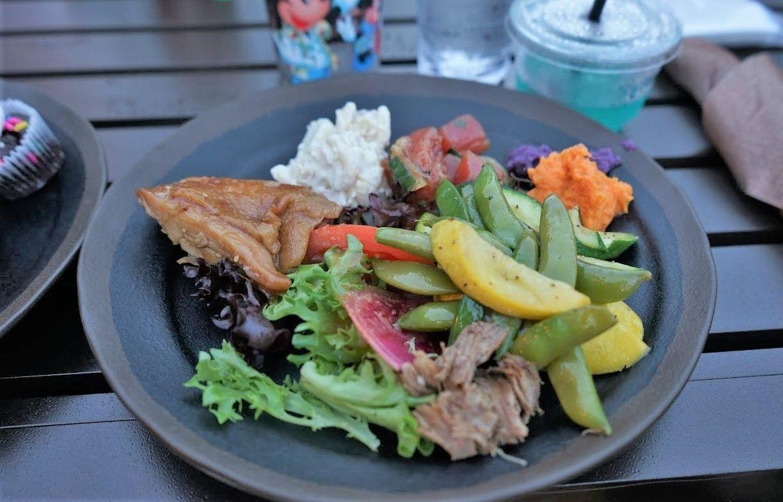 ハワイの伝統料理も登場!食事も旅の楽しみの1つ
