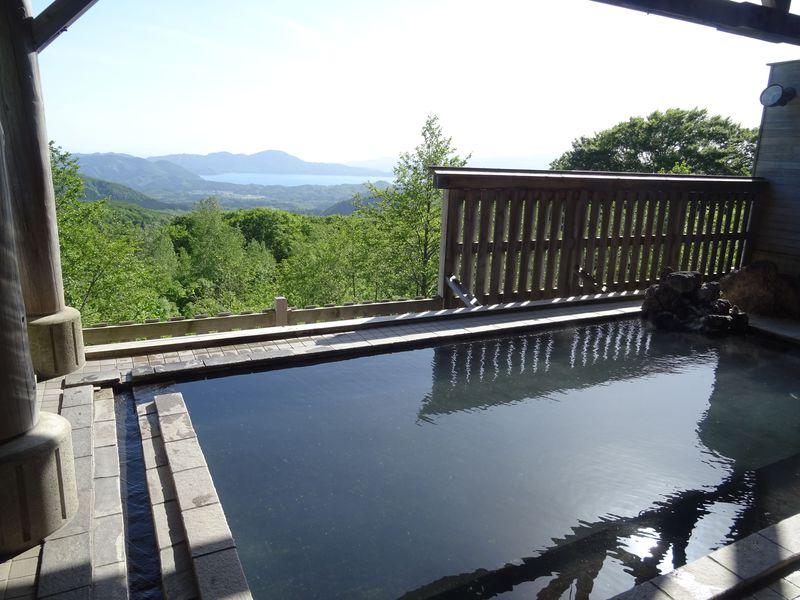 東北屈指の絶景温泉!秋田「アルパこまくさ」の田沢湖展望露天風呂