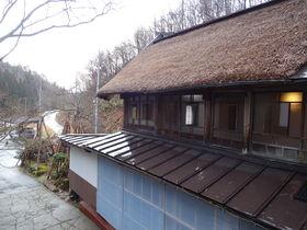 茅葺屋根に潜む美空間と美肌湯 山形「湯舟沢温泉旅館」