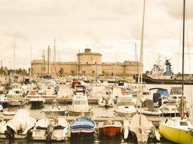 ローマから1時間!港に残る日本人の足跡とミケランジェロ要塞