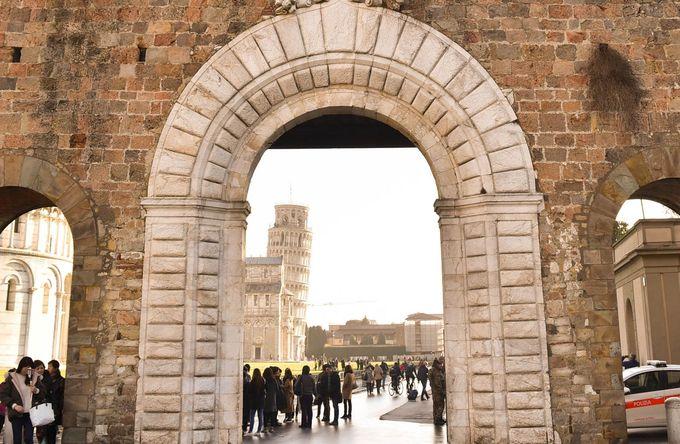4.ピサの城壁