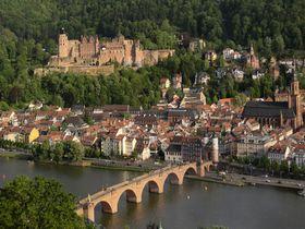 「古城街道」の名城とリバークルーズを楽しむハイデルベルク