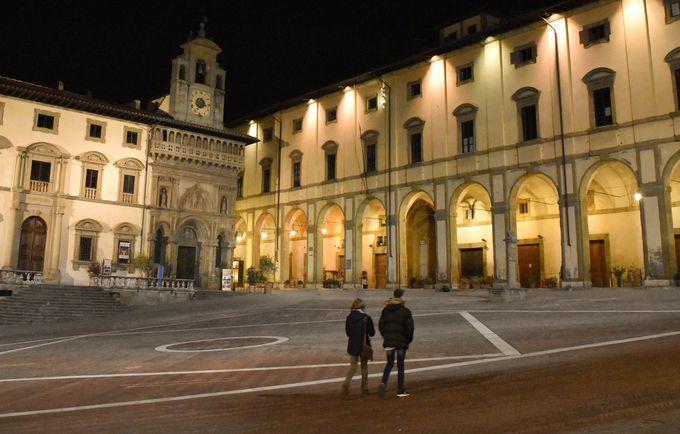 ヴァザーリの名を冠したグランデ広場