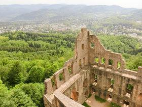 ドイツの温泉地バーデン・バーデンで楽しむ古城トレッキング