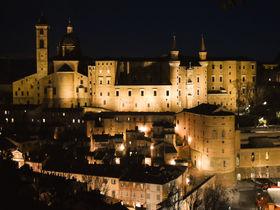 要塞周辺から絶景ビュー!ラファエロの生誕地・伊ウルビーノ