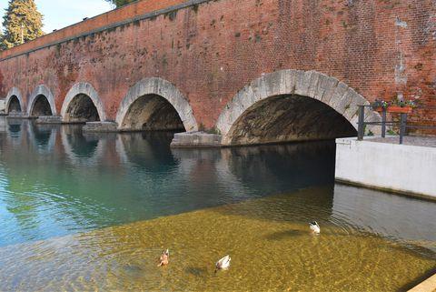 ヴェネツィア共和国が築いたイタリア湖水地方の小さな要塞都市