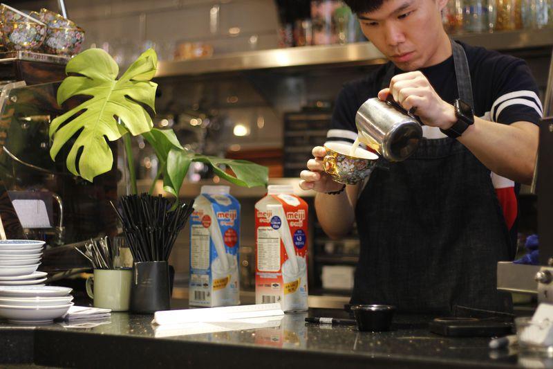 カップ萌え!香港コーヒー巡りはHalfway Coffeeへ