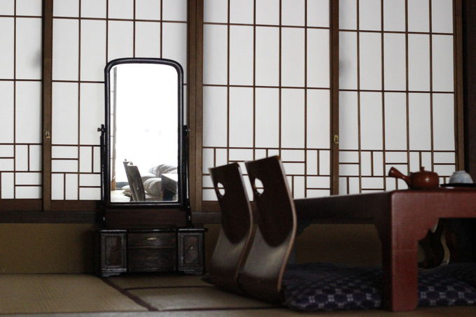 松本民芸家具で溢れた旅館