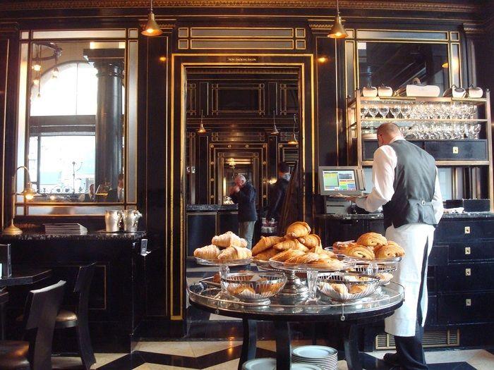 元は高級車ショールーム ピカデリーの美麗カフェ・レストラン