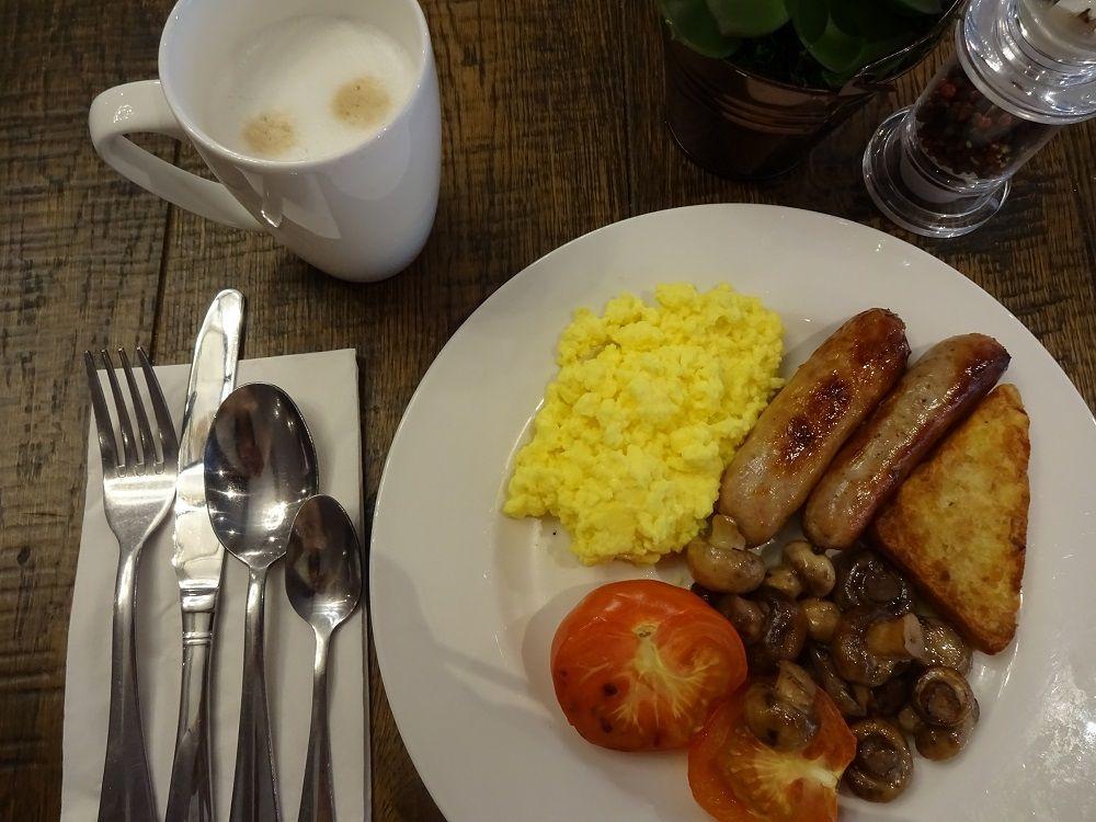 朝食タイムもビジネスマインド 朝活でパワーチャージを!