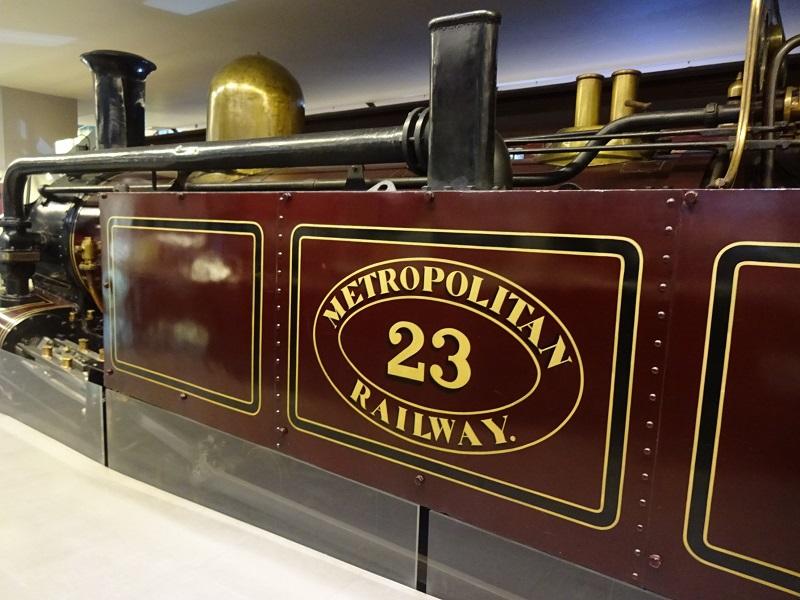 世界初の地下鉄は蒸気機関車!メトロポリタン鉄道の開通