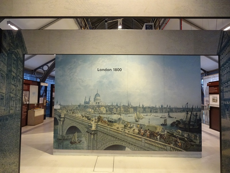 エレベーターを降りると、そこは1800年のロンドン