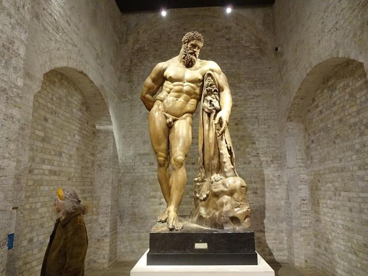 絵画や彫刻、建築などバラエティ豊かな常設展示