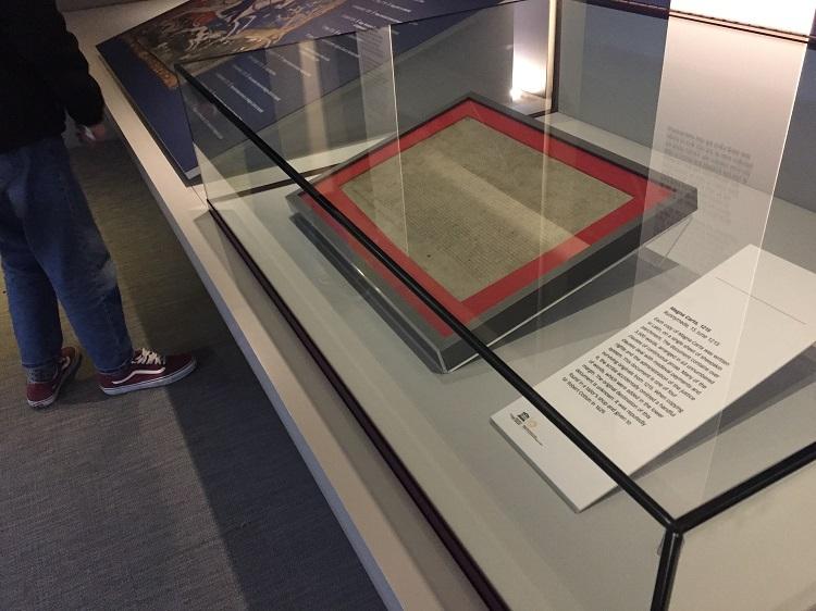 ダ・ヴィンチ、大憲章、ジョン・レノン!必見の常設展示室