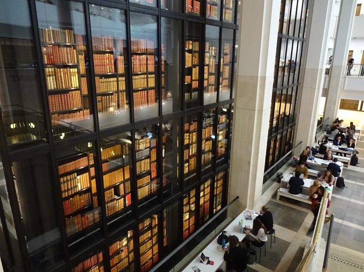 大憲章にアリス、ビートルズ?ロンドン・大英図書館は見どころ満載