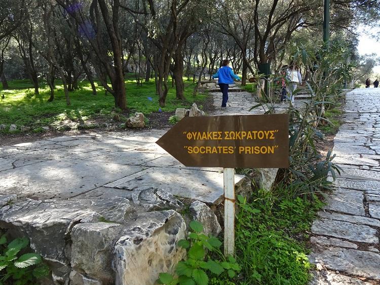 哲学者ソクラテスの牢屋が残る、フィロパポス丘